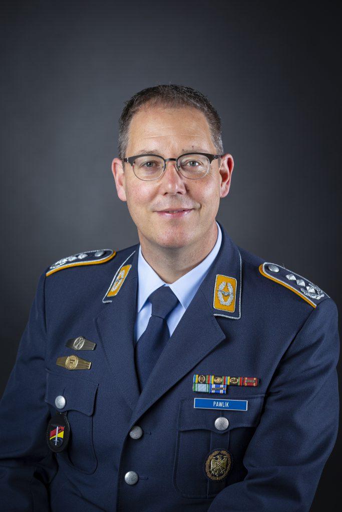 Porträtbild von Oberst Christian Pawlik in Luftwaffen Uniform